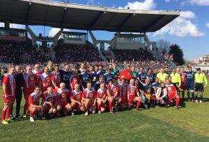 """""""Il grande cuore dei papà"""": seimila bambini alla partita benefica. Raccolti oltre 10mila euro. LE FOTO"""