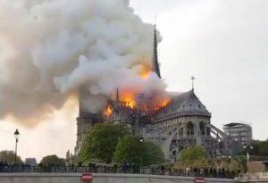 """I piacentini nella Parigi sconvolta dalle fiamme a Notre Dame: """"Tragedia enorme"""""""
