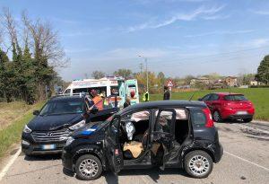 Canneto di Gazzola, carambola di auto. Due feriti all'ospedale
