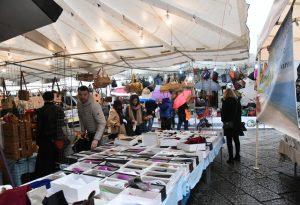 Nonostante la pioggia, successo per il mercato del Forte. LE FOTO