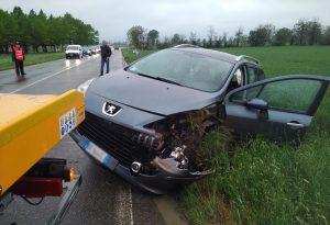 Mottaziana, due auto nel canale dopo lo scontro. Un ferito