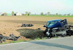 Scontro in rettilineo sulla provinciale tra Busseto e Fidenza, muore motociclista di Villanova