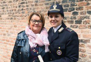 """Poliziotta aiuta Daniela a raccontare un abuso: """"Non abbiate paura di denunciare"""""""