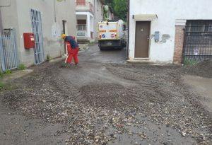 Val Tidone: case e strade allagate. Cittadini e sindaci spalano fango e detriti