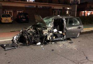 Schianto nella notte tra tre automobili, 21enne in condizioni gravissime all'ospedale di Parma