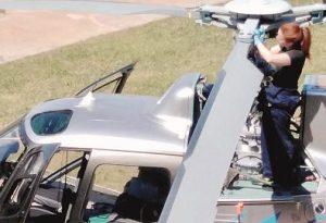 Natasha, quando la preparazione vince i pregiudizi: a Ferriere una donna meccanico di elicotteri