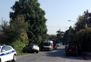 Agazzano, fuori strada con l'auto. Una persona bloccata nell'abitacolo