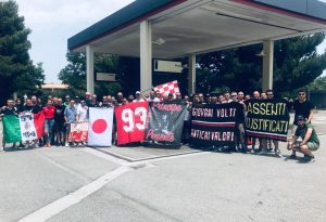 """Sono sbarcati in Sicilia i 50 """"tifosi-eroi"""" scesi in pullman. In totale sono 156 i cuori biancorossi a Trapani"""