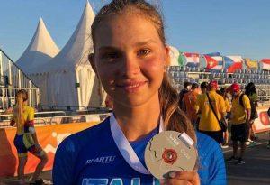 A pochi giorni dalla morte del papà, Laura Peveri scende in pista ai mondiali di pattinaggio e vince la medaglia di bronzo