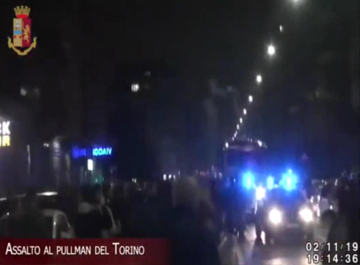 Operazione contro gli estremisti della curva granata: 75 Daspo, quasi tutti denunciati