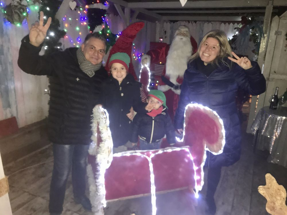 Abitazione Di Babbo Natale.In Via Balsamo Il Villaggio Di Babbo Natale Tra Musica Luci E Allegria Liberta Piacenza