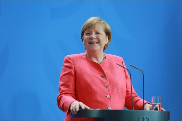 Merkel spinge l'Italia verso il Mes