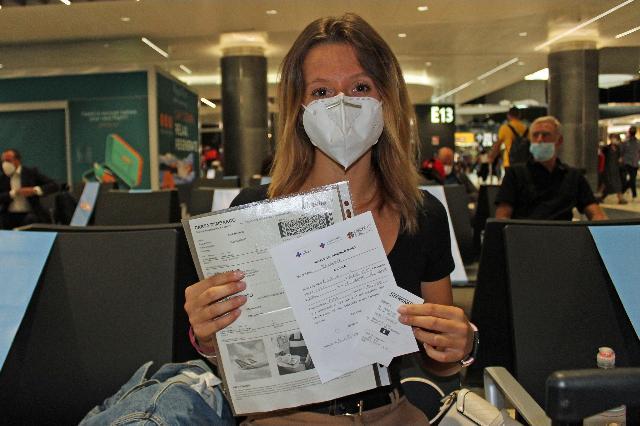 Covid Alitalia: Tamponi rapidi sui voli da Roma a Milano