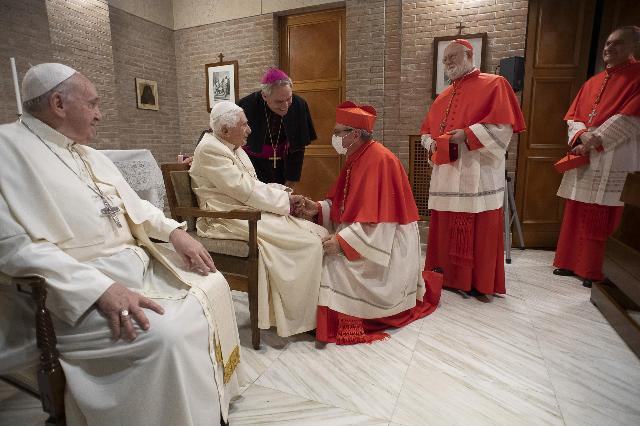 Preoccupano le condizioni di Papa Benedetto XVI: i dettagli