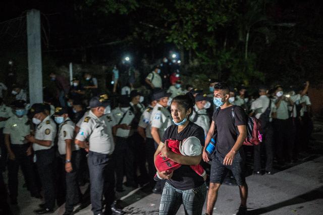 Migranti, carovana partita da Honduras: in migliaia verso gli Usa