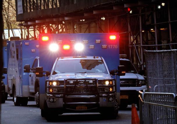 Covid, Los Angeles: 'Le ambulanze selezionino i pazienti'